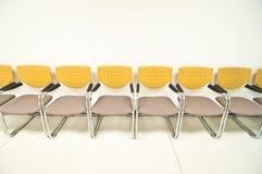 Kolorów żółtych krzesła Fotografia Stock