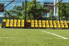 Kolorów żółtych krzesła w statdium Obrazy Stock