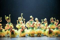 kolorów żółtych kurczątka - dziecko taniec Zdjęcie Royalty Free