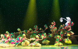 kolorów żółtych kurczątka - dziecko taniec Zdjęcia Stock