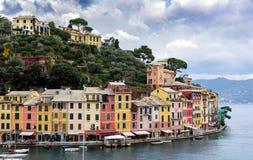 Kolorów domy Portofino miasteczko przy Liguryjską linią brzegową morze śródziemnomorskie, Włochy Fotografia Stock