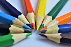 Kolorów ołówki Barwioni ołówki tworzy półkole kolor fotografia stock