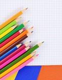 Kolorów ołówki na papierze z notatnikiem Obraz Stock