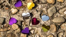 Kolorów serc confetti na ziemi Obraz Stock