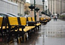 Kolor żółty ławki zdjęcie stock