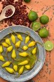 Kolor żółty bejcował chili pieprze, cool wapno, korzenni wysuszeni czerwonego chili pieprze Obraz Royalty Free