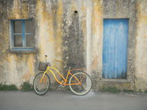 Kolor żółty bicykl Obrazy Stock