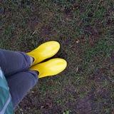 Kolor żółty buty zdjęcia royalty free