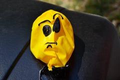 Kolor żółty, deflated, urodziny balon gniewny twarzy ilustraci wektor Zdjęcie Royalty Free