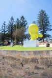Kolor żółty głowy rzeźba: Rzeźby morzem Obraz Royalty Free