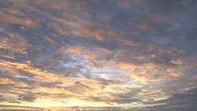 Kolor żółty i niebieskie nieba podczas oceanu zmierzchu zdjęcie wideo