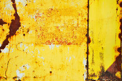 Kolor żółty malujący metal z zrudziałą teksturą zdjęcia royalty free
