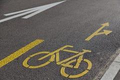 Kolor żółty szyldowa rowerowa ścieżka Obraz Royalty Free