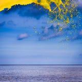 Kolor żółty wody pluśnięcie Fotografia Royalty Free