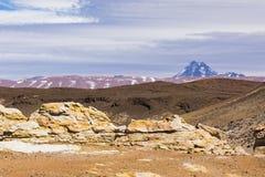 Kolor i góry w Los Flamencos Krajowej rezerwie Fotografia Royalty Free