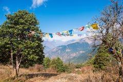 Kolor modlitwa zaznacza na górze w Nepal zdjęcie royalty free