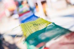 Kolor modlitwa zaznacza na górze w Nepal obrazy stock