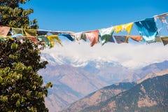Kolor modlitwa zaznacza na górze w Nepal obraz stock