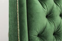 Kolor osłona i sercowaci krzesło plecy - ImageGreen kanapa odizolowywająca na białym tle Daybed leżanka na białym tle - Ja zdjęcie royalty free