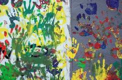 Kolor ręki druki na tynk ścianie Zdjęcia Royalty Free