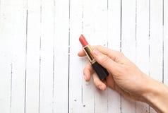 Kolor roku 2019 Żywy koral NIESKORY Livingcoral kobieta kosmetyki, gwoździa połysk i pomadka, zdjęcia stock
