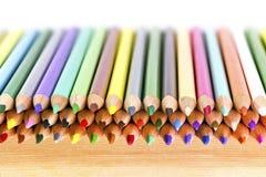kolor tła asortymentu kolorowe ołówki zdjęcia stock