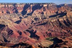 Kolorado Rzeczny gnanie Przez Uroczystego jaru parka narodowego, A Zdjęcie Stock