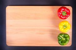 Kolorowa światła ruchu papryka na drewnianym Zdjęcia Stock
