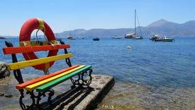 Kolorowa ławka przy nadmorski Obraz Royalty Free