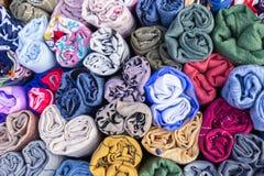 Kolorowa bawełniana tkanina i tkaniny na rynku dla przemysłu, mody, meble i wnętrza pojęcia projekta, obraz stock