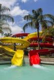 Kolorowa czerwień i żółty wodny obruszenie w aqua parku Fotografia Stock