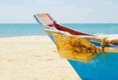 Kolorowa drewniana łódź Obrazy Stock