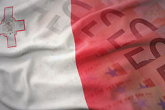 Kolorowa falowanie flaga państowowa Malta na euro pieniądze banknotów tle Fotografia Stock