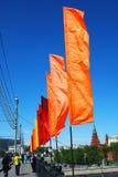 Kolorowa flaga fala na Moskwa rzeki bulwarze Zdjęcia Royalty Free