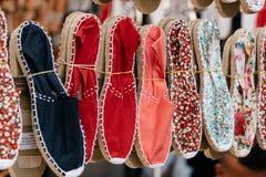 Kolorowa handmade arkana zelował sandały lub espadrilles w rynku st Zdjęcie Royalty Free
