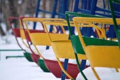 Kolorowa huśtawka w zima parku Obrazy Stock