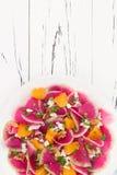 Kolorowa i zdrowa carpaccio sałatka arbuza rzodkwi, pomarańcze i koźliego sera, Odgórny widok, bezpłatnego teksta kopii przestrze Obrazy Royalty Free