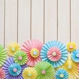 Kolorowa jaskrawa pastelu papieru różyczka Dekorować dla przyjęcia Fotografia Stock