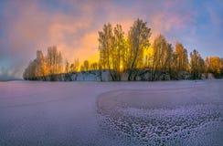 kolorowa jutrzenkowa rzeka Zima mroźny świt zdjęcie stock