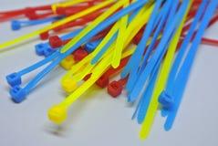 Kolorowa klingerytu kabla krawata patka odizolowywająca na białym tle zdjęcie stock