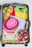Kolorowa kobieta odziewa w walizce Obrazy Stock