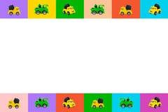 Kolorowa kolekcja retro zabawkarski samochodu model z bocznym widokiem na kolorowym tle Zieleń, czerwień, błękit, kolor żółty _ ilustracji