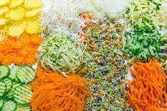 Kolorowa kraciasta sałatka przy bufetem Fotografia Royalty Free