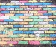 Kolorowa kreda brukowe cegiełki tworzył dziećmi z pastelowymi kolorami fotografia stock