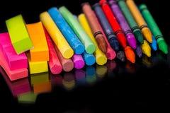 Kolorowa kreda i ołówek odizolowywający obrazy royalty free