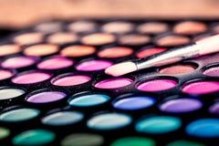 Kolorowa makeup paleta z makeup muśnięciem Obrazy Stock