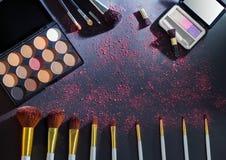 Kolorowa makeup paleta z makeup muśnięciem Zdjęcie Royalty Free