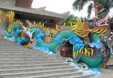 Kolorowa mityczna smok statua w Suoi Tien parku rozrywki Zdjęcia Royalty Free
