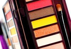 Kolorowa oko cieni paleta z muśnięciami Makeup tło Obrazy Royalty Free