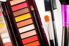 Kolorowa oko cieni paleta z muśnięciami Makeup tło Zdjęcie Stock